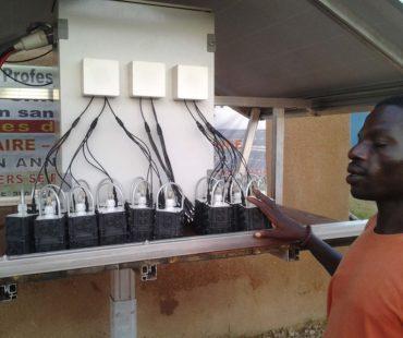 led-lampen-werden-an-basisstation-geladen