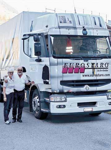 Der vollbepackte Lastwagen verlässt Lungern.